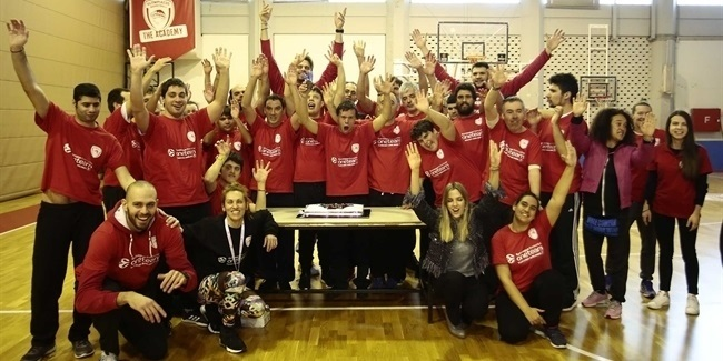 Olympiacos star Bogris celebrates his birthday with One Team!