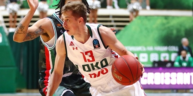 Zenit signs playmaker Khvostov through 2022