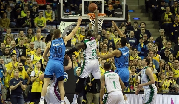 Quarterfinals Game 1: Down 21, Unicaja rallies to take opener in Berlin