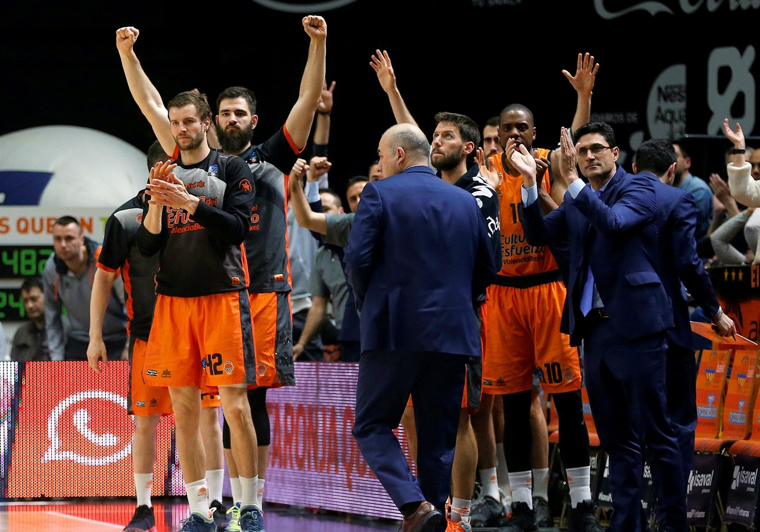 Valencia Basket celebrates (photo Miguel Angel Polo - Valencia) - EC18