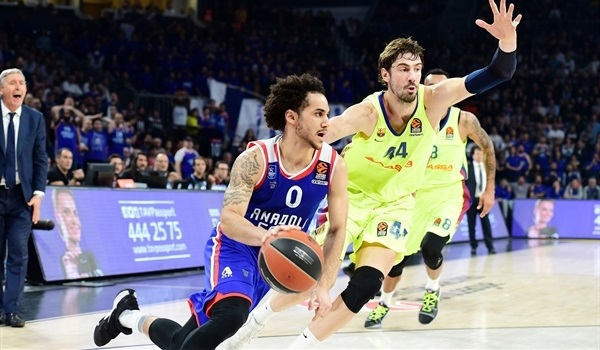 RS Round 25 report: Spectacular Larkin inspires Efes past Barcelona