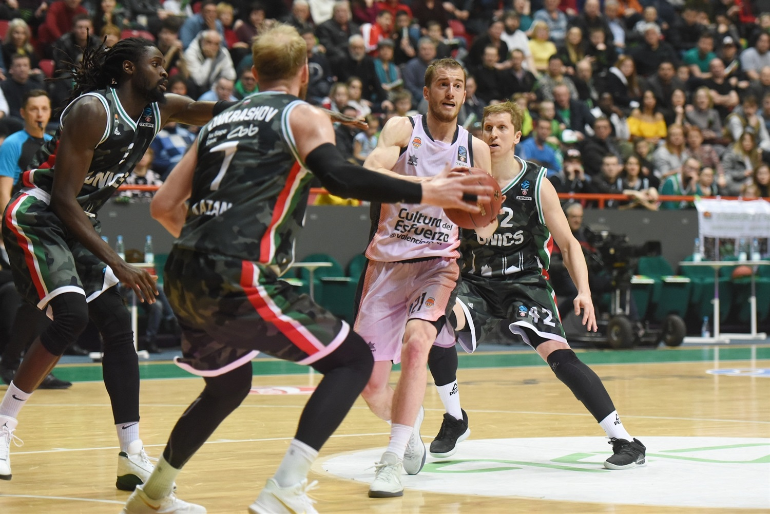 Matt Thomas - Valencia Basket (photo UNICS) - EC18