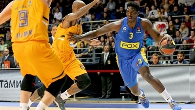 Maccabi bounces back to keep playoff dreams alive