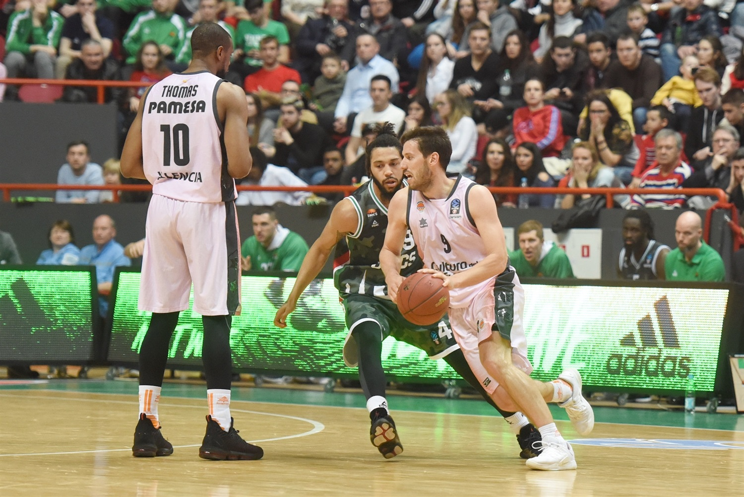 Sam Van Rossom - Valencia Basket (photo UNICS) - EC18