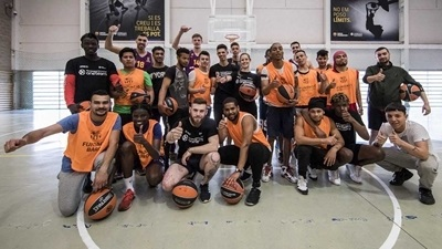 Barcelona prepares for playoffs with One Team