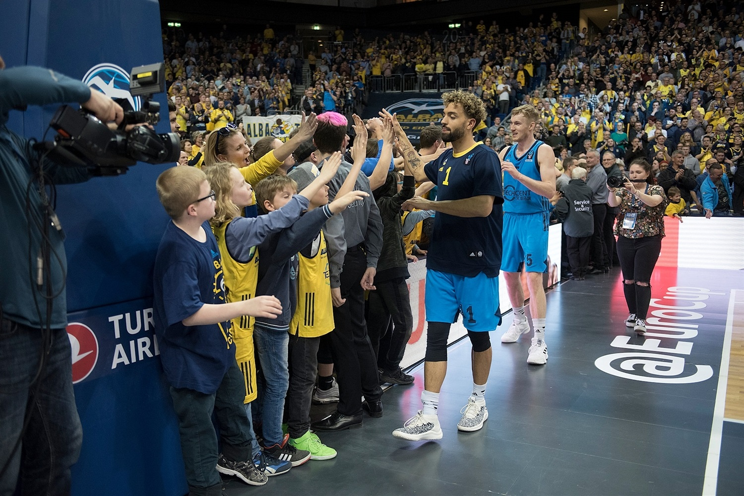 ALBA Berlin celebrates with fans - EuroCup Finals Game 2 - EC18