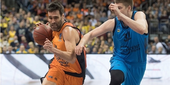 Valencia keeps forward San Emeterio