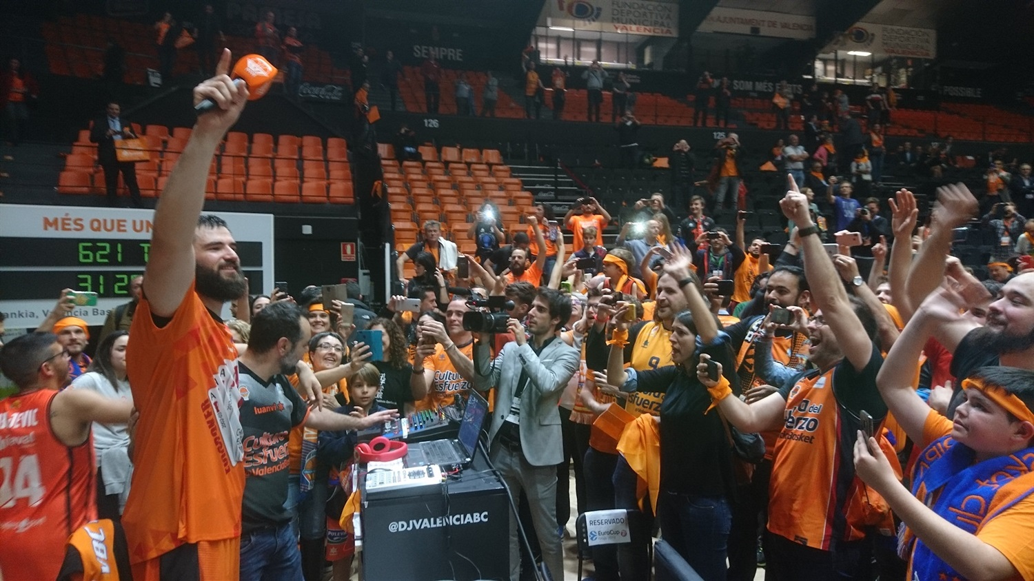 Bojan Dubljevic celebrates with fans - Valencia Basket champ - EuroCup Finals Game 3 - EC18