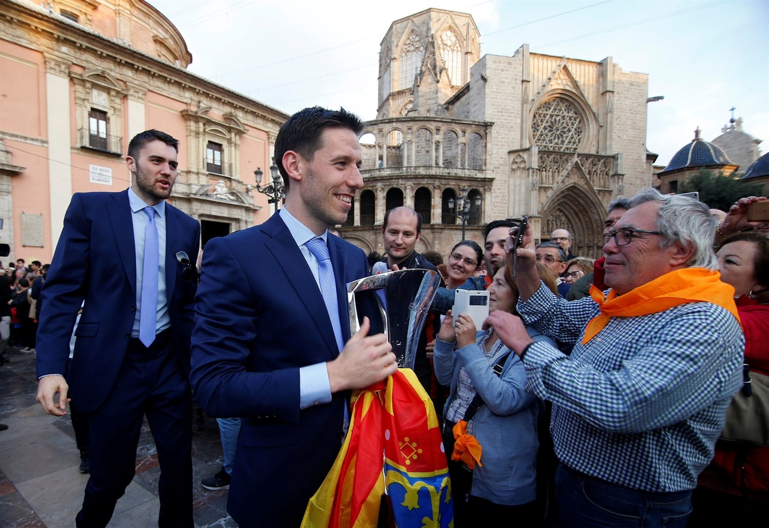Sam Van Rossom, Valencia Basket celebrates EuroCup champ in Valencia - EuroCup Finals 2018-19 (photo Valencia Basket) - EC18