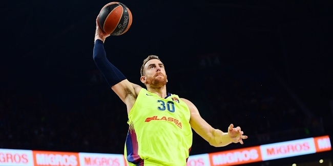 Barcelona extends Claver through 2022