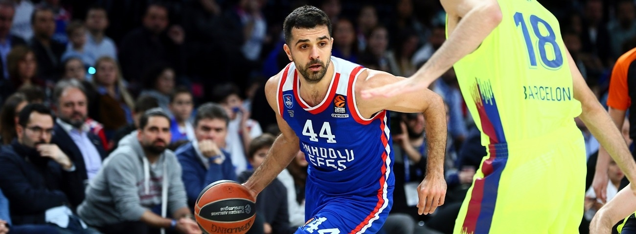 Efes, Simon agree for two more years
