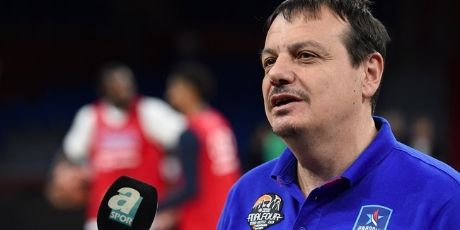 Efes re-signs Coach Ataman