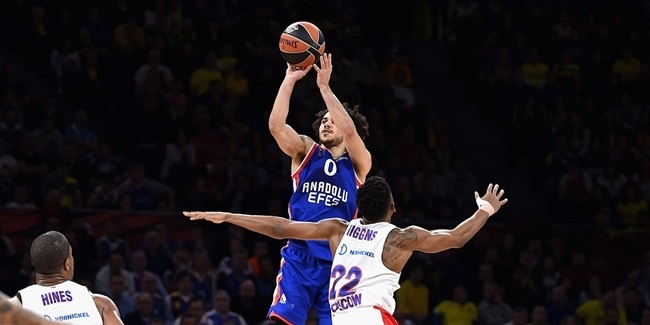 Efes keeps superstar playmaker Larkin