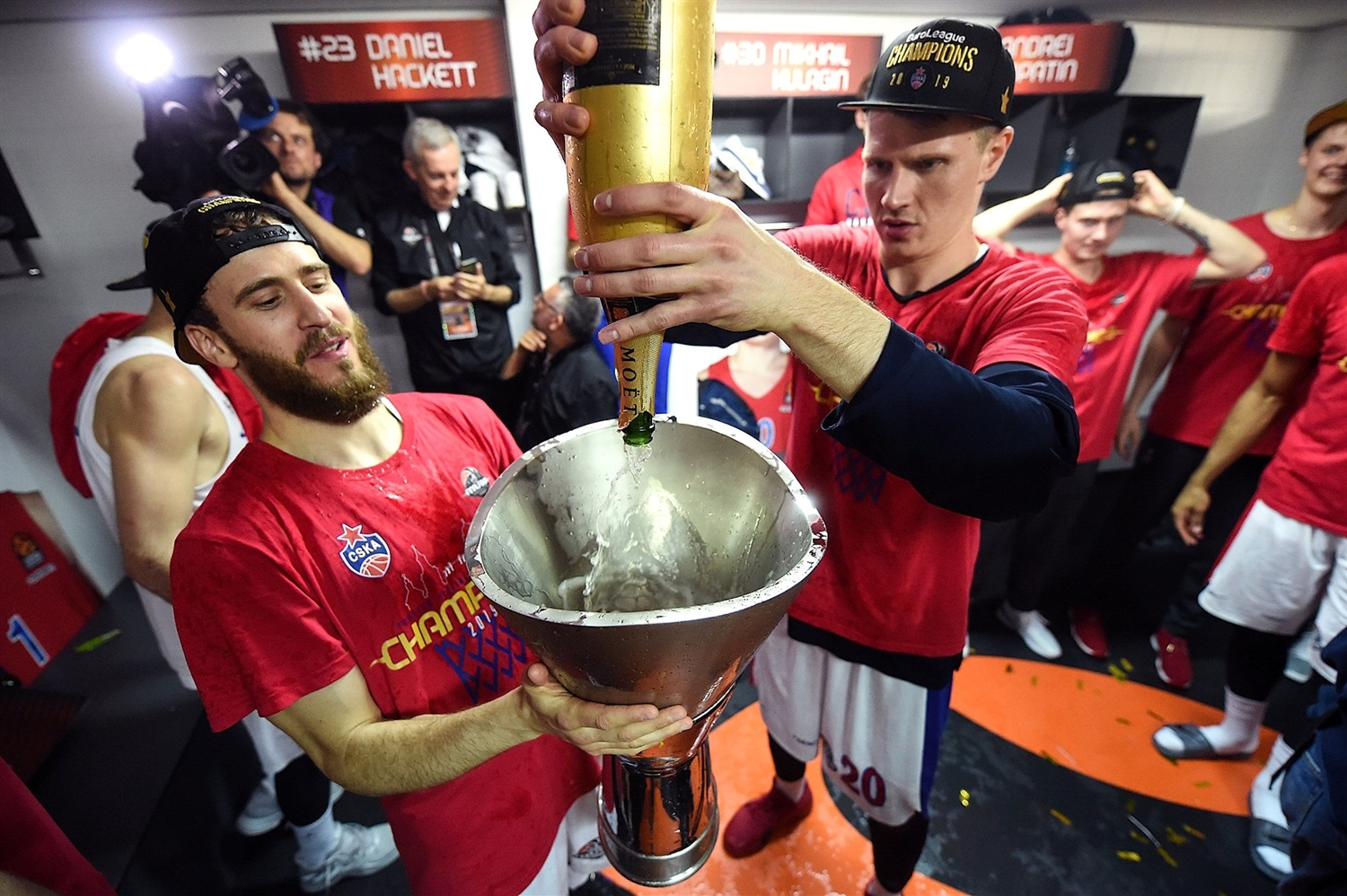 Andrey Vorontsevich celebrates in the locker room - CSKA Moscow Champ - Final Four Vitoria-Gasteiz 2019 - EB18