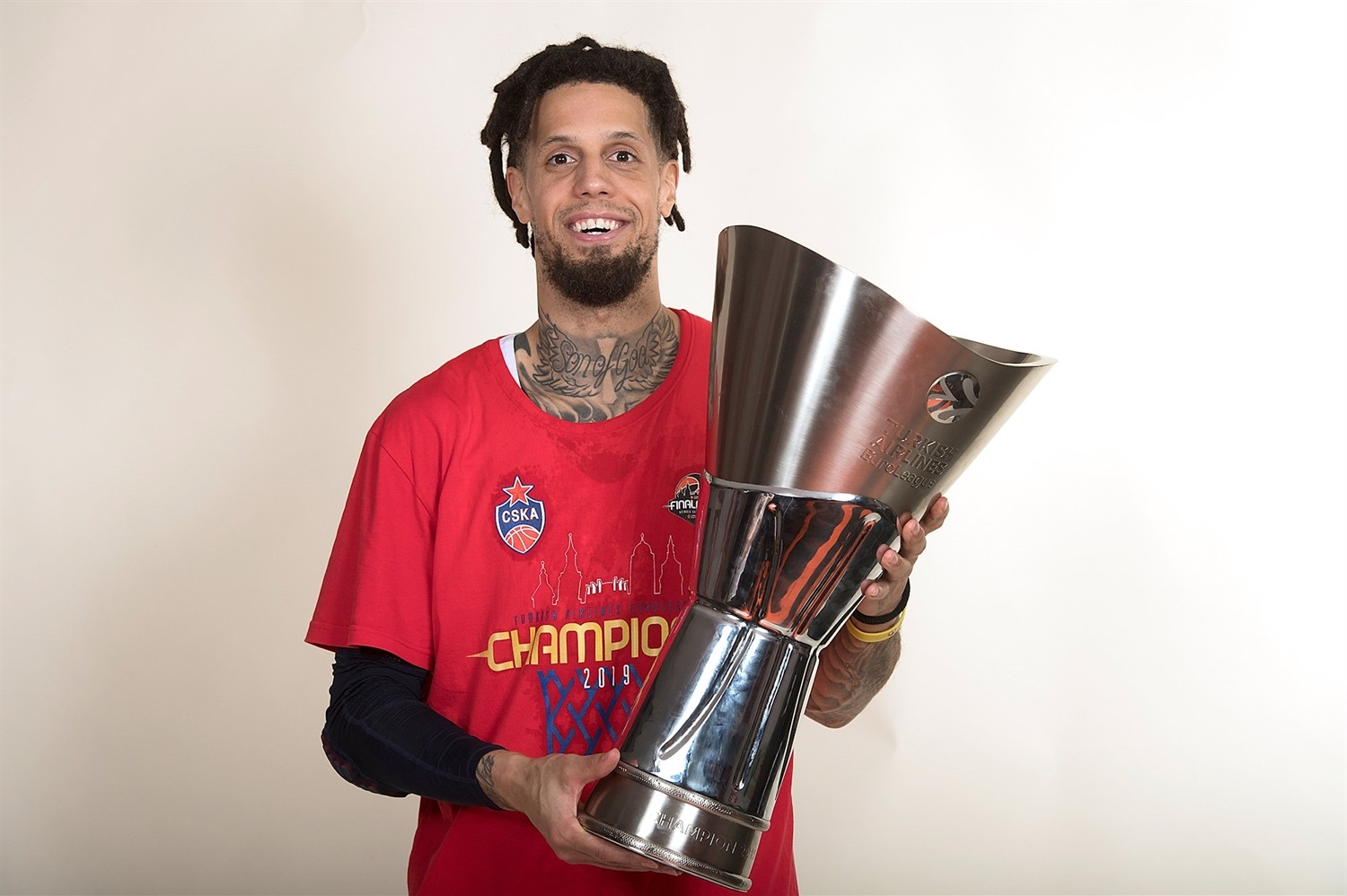 Daniel Hackett - CSKA trophy photo shoot - Final Four Vitoria-Gasteiz 2019 - EB18