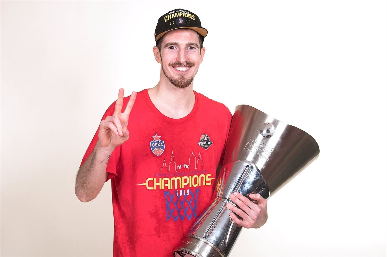 Nando De Colo - CSKA trophy photo shoot - Final Four Vitoria-Gasteiz 2019 - EB18