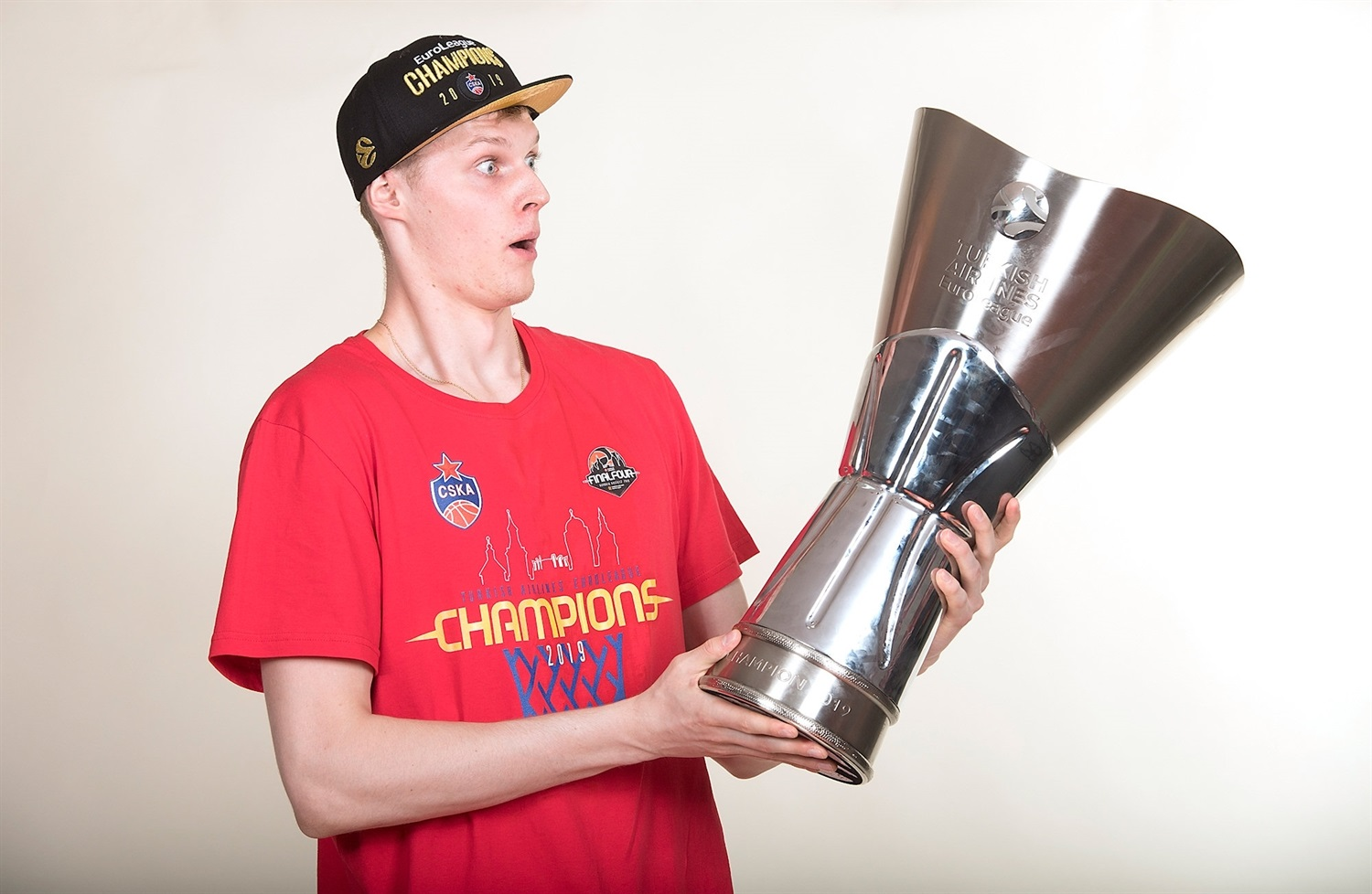 Andrei Lopatin - CSKA trophy photo shoot - Final Four Vitoria-Gasteiz 2019 - EB18