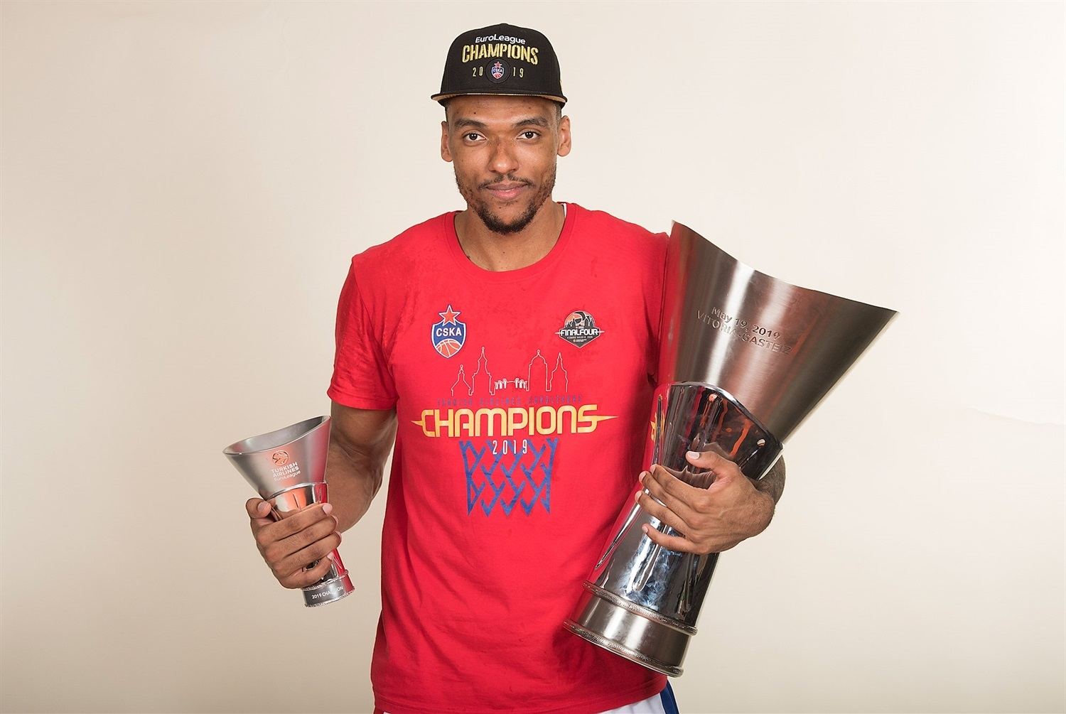Joel Bolomboy - CSKA trophy photo shoot - Final Four Vitoria-Gasteiz 2019 - EB18