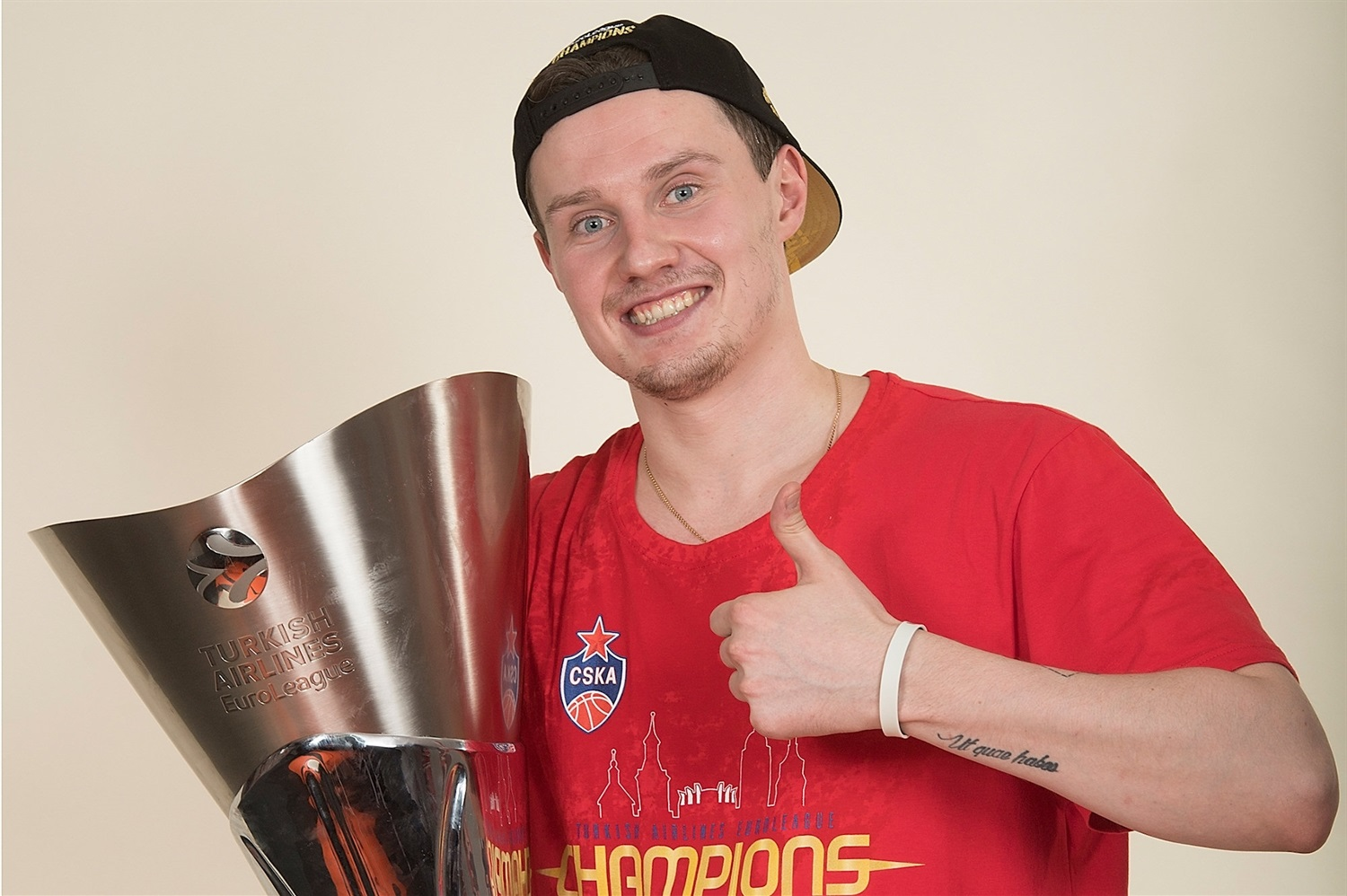 Ivan Ukhov - CSKA trophy photo shoot - Final Four Vitoria-Gasteiz 2019 - EB18