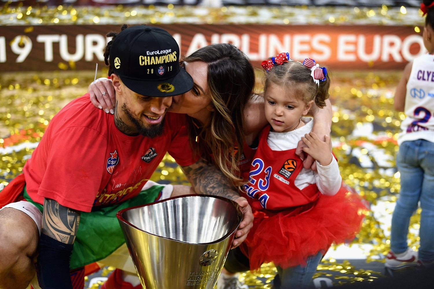 Daniel Hackett family - CSKA Moscow Champ - Final Four Vitoria-Gasteiz 2019 - EB18