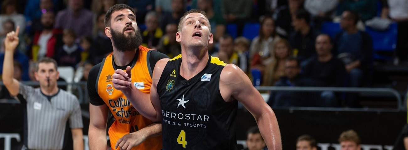 Zenit adds size, experience with Iverson