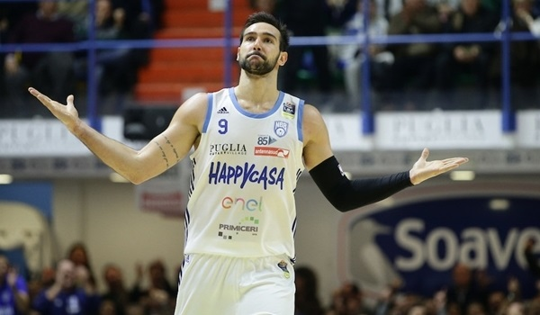 Milan puts Moraschini in the backcourt