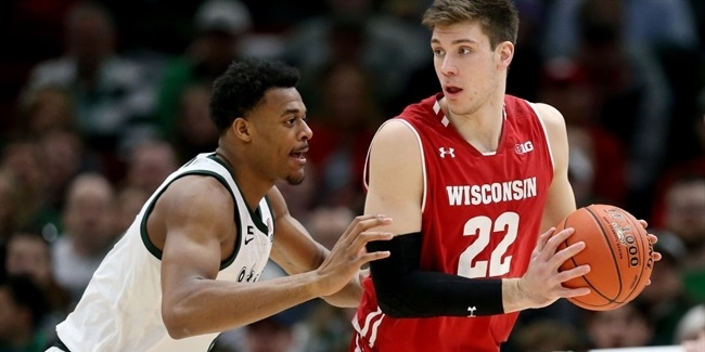 Olympiacos signs rookie big man Happ