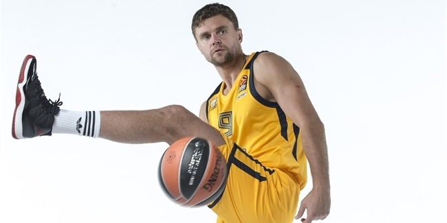 Khimki's Vialtsev out with knee injury