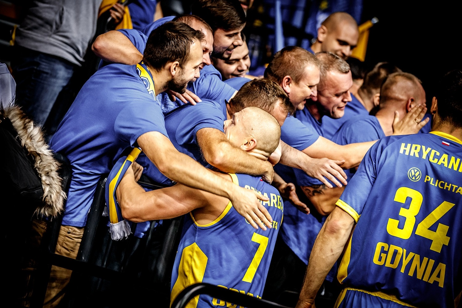 Fans and players celebrates - Asseco Arka Gdynia (photo Ulf Duda - fotoduda.de) - EC19