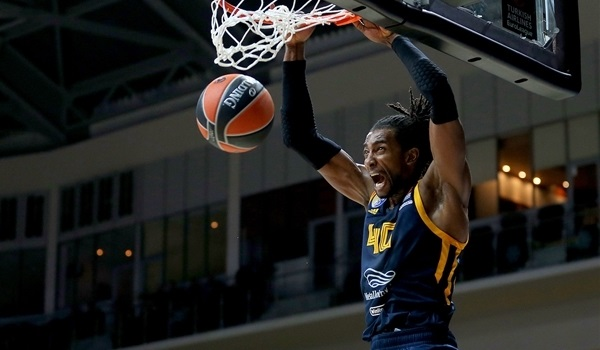 Milan adds size, athleticism with Evans