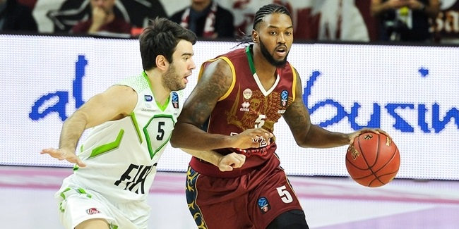 Reyer, playmaker Stone together another season