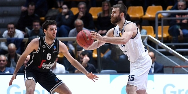Andorra re-signs guard Jelinek