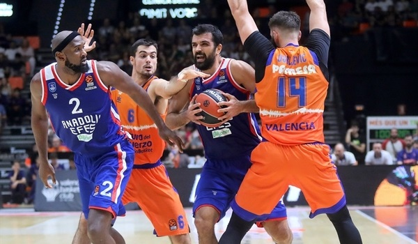 Efes gets the job done in Valencia
