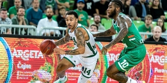 Nanterre keeps guard Moore