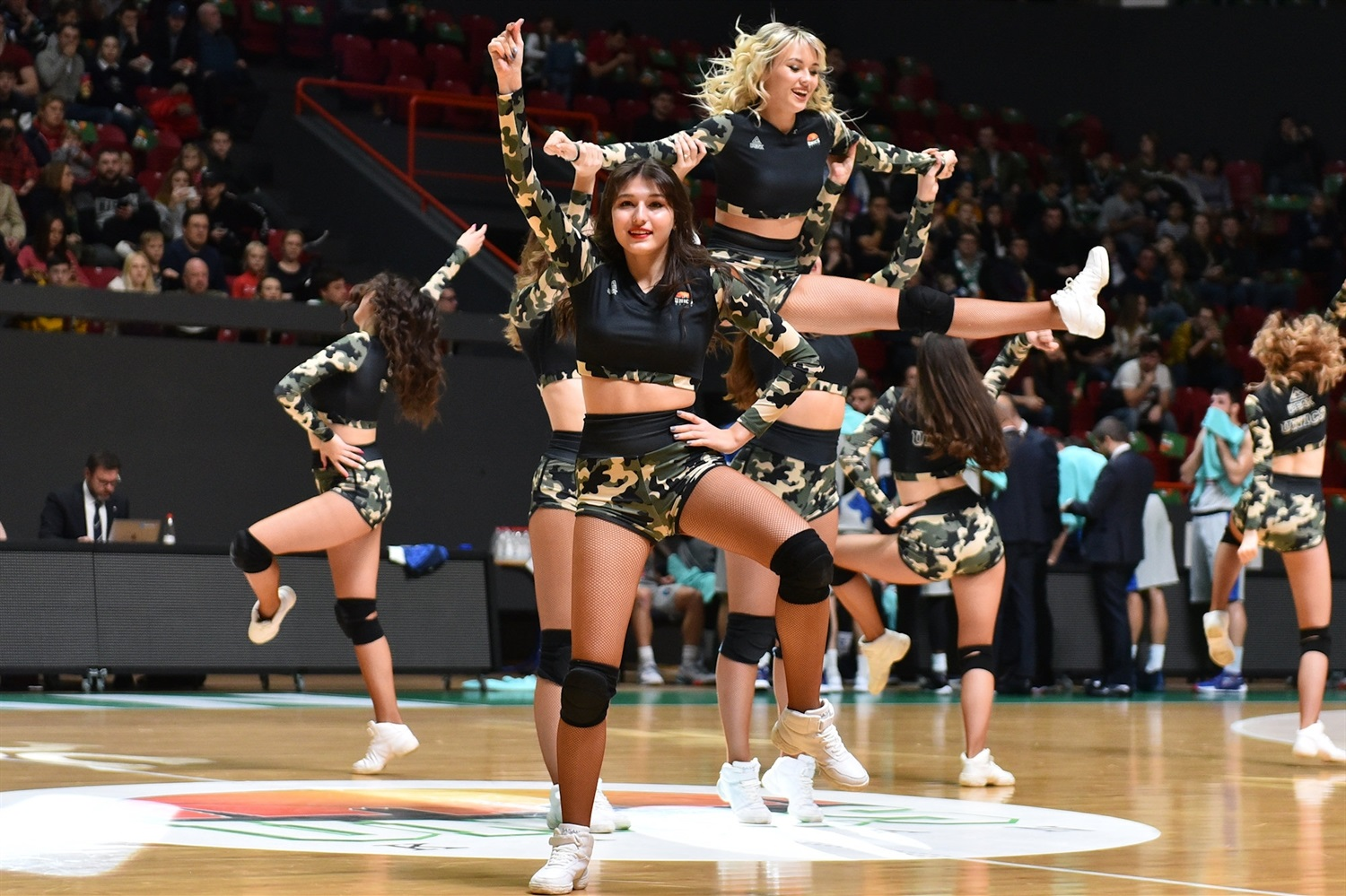Cheerleaders - UNICS Kazan (photo UNICS) - EC19
