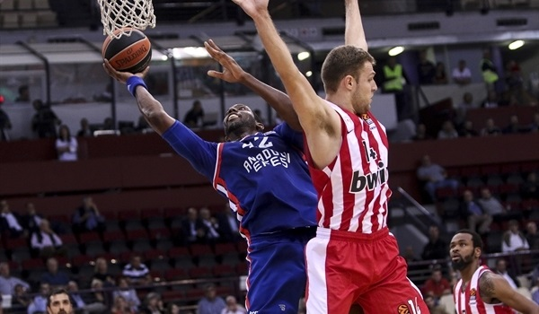 Dunston extends stay with Efes