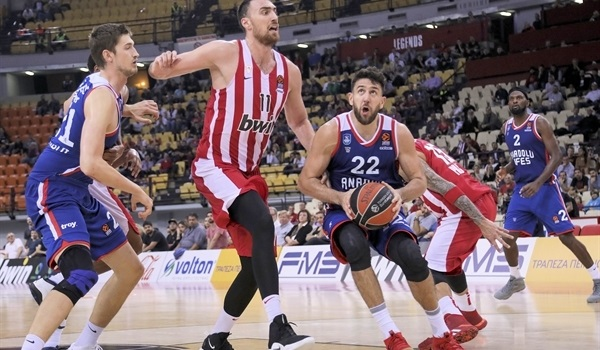RS07 Report: Micic, Larkin lead Efes to victory in Piraeus
