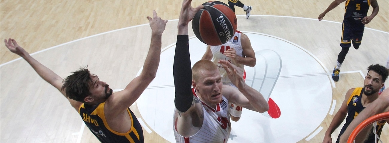 Panathinaikos signs forward White