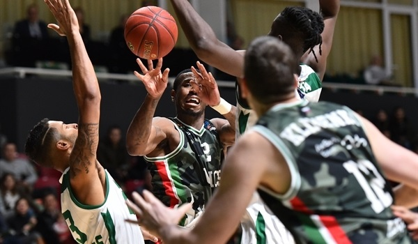 RS08 Report: Nanterre stings UNICS to stay alive