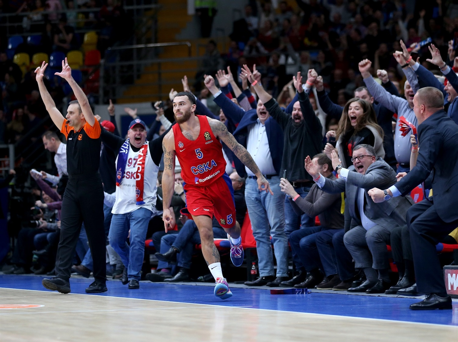 Mike James celebrates - CSKA Moscow - EB19