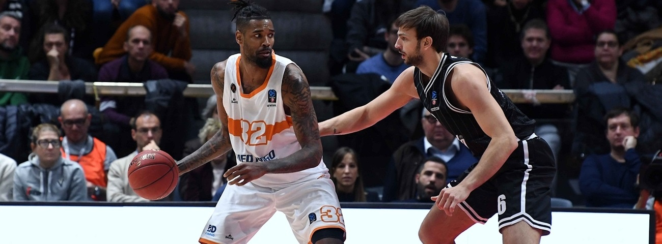 Olympiacos adds size with Ellis
