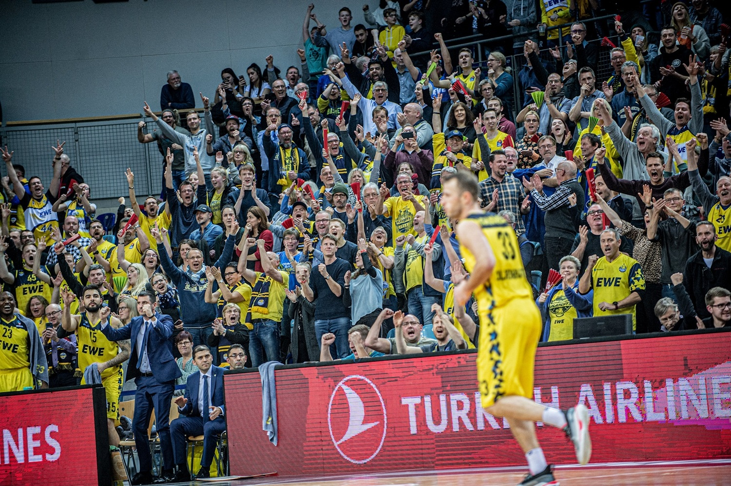 Fans - EWE Baskets Oldenburg (photo Erik Hillmer) - EC19
