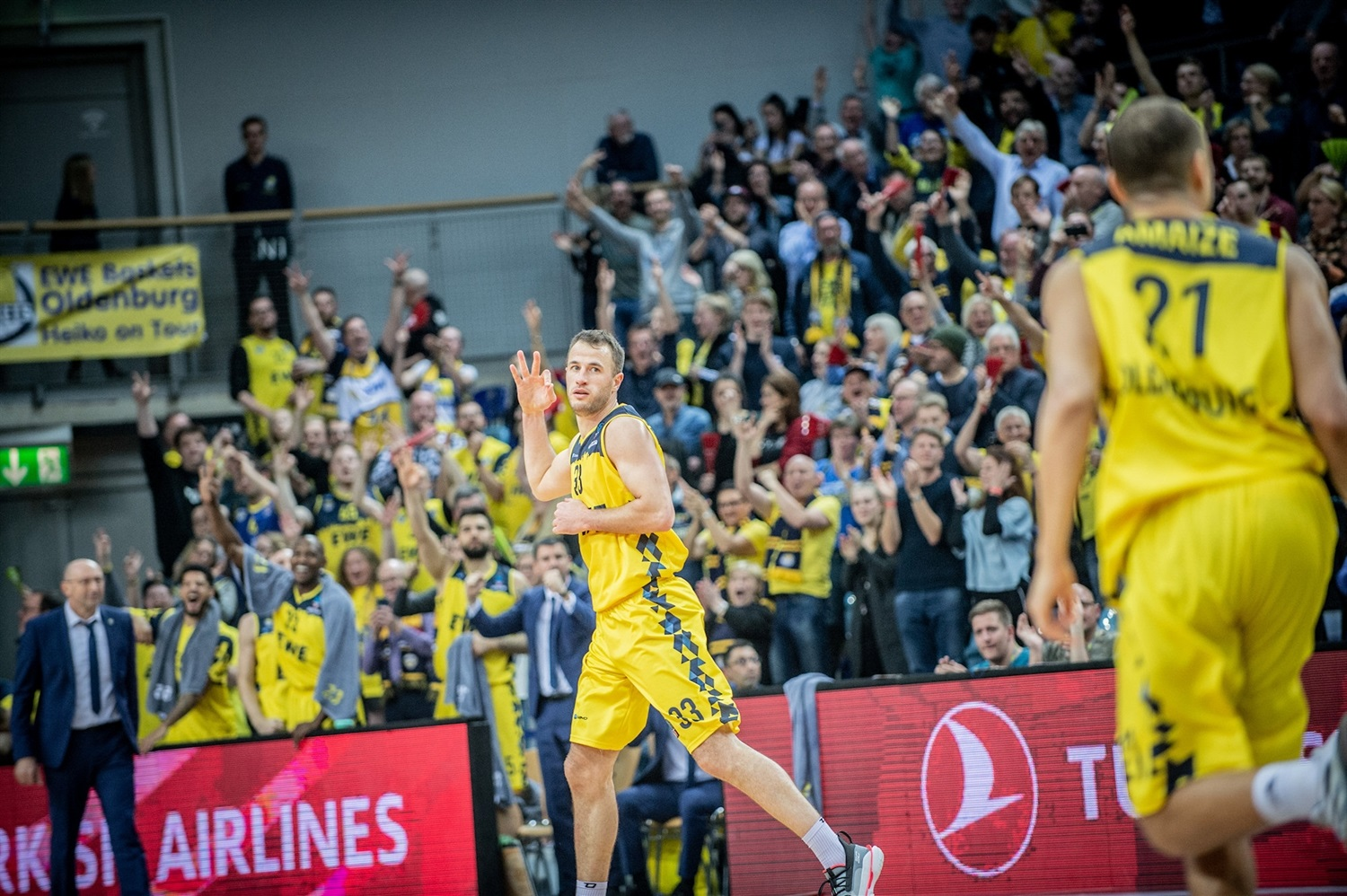 Philipp Schwethelm - EWE Baskets Oldenburg (photo Erik Hillmer) - EC19