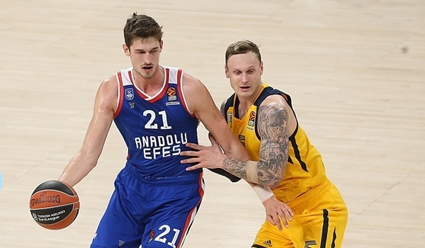 Pleiss staying with Efes after agreeing new deal