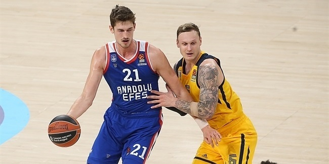 Pleiss staying with Efes on new deal