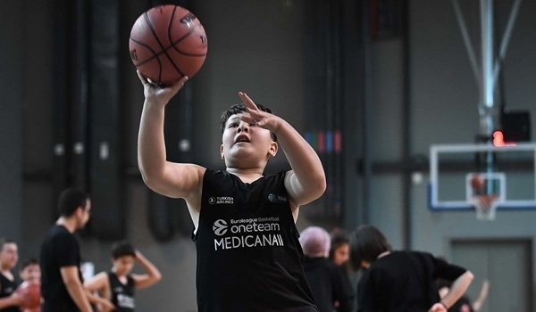 Tofas and One Team blocking obesity with basketball