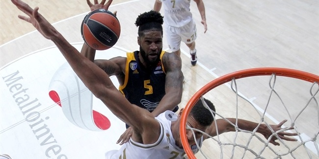 Khimki extends big man Booker