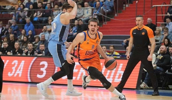 Valencia hits threes, holds off Zenit
