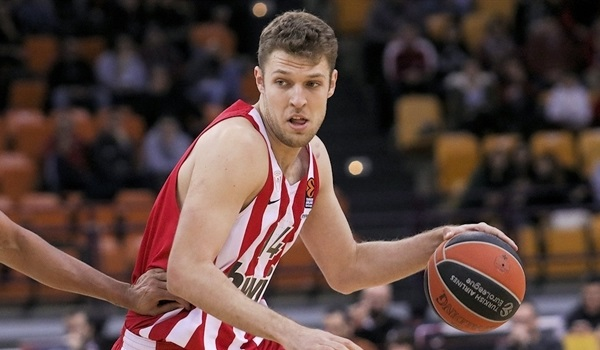 Olympiacos extends forward Vezenkov