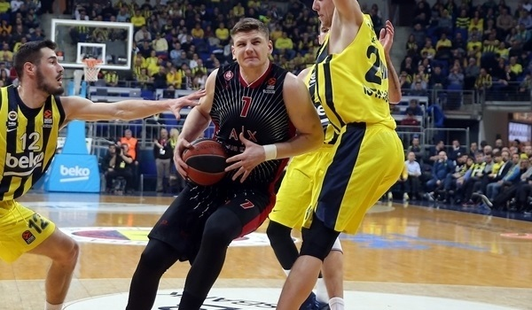 Zenit signs center Gudaitis